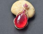 一颗红心见真情, 一见倾心的文红石