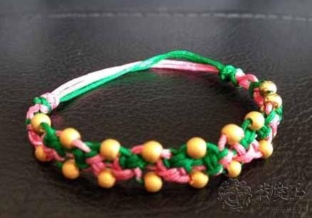 除了平结和蛇结,手链其实还可以有很多种设计,除了红绳黑绳