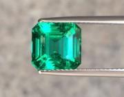 问答 | 两块祖母绿宝石应该选哪一块?
