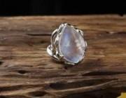 巨蟹座的开运宝石——月光石