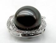 天然黑珍珠和养殖插核的珍珠如何去区分呢